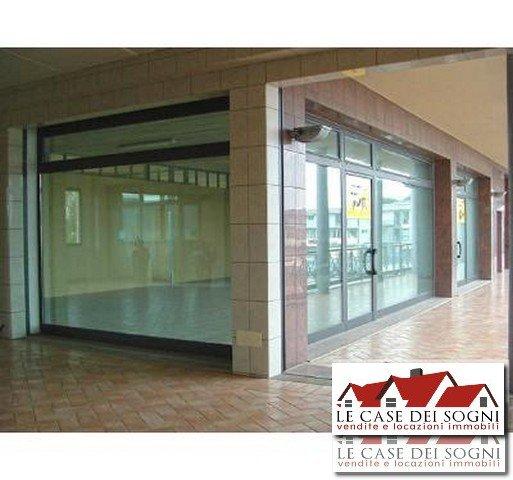 Immobile Commerciale in affitto a Casciana Terme Lari, 4 locali, zona Località: Perignano, prezzo € 750 | Cambio Casa.it