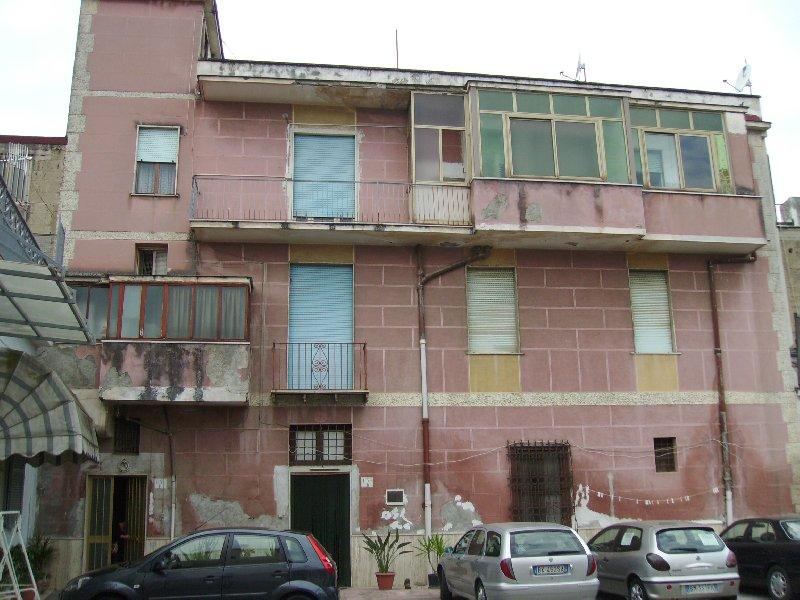 Palazzo / Stabile in Vendita a Camposano