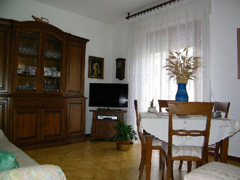 Appartamento in vendita a Pontedera, 4 locali, prezzo € 170.000 | Cambio Casa.it