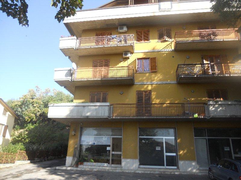 Appartamento in vendita a Deruta, 4 locali, prezzo € 116.000 | Cambio Casa.it