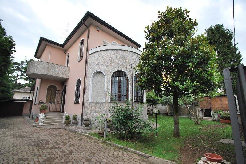 Class s a s di bisceglia raffaele a cornaredo for Legnano case vendita