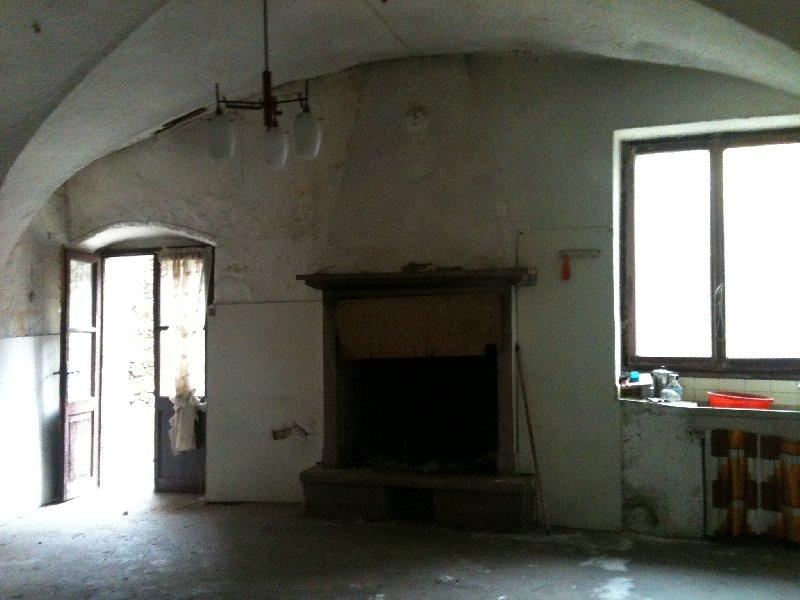 Rustico / Casale in vendita a San Felice del Benaco, 10 locali, prezzo € 300.000 | Cambio Casa.it