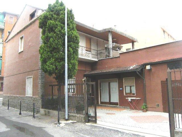 Villa Bifamiliare in vendita a Baranzate, 6 locali, prezzo € 450.000 | Cambiocasa.it