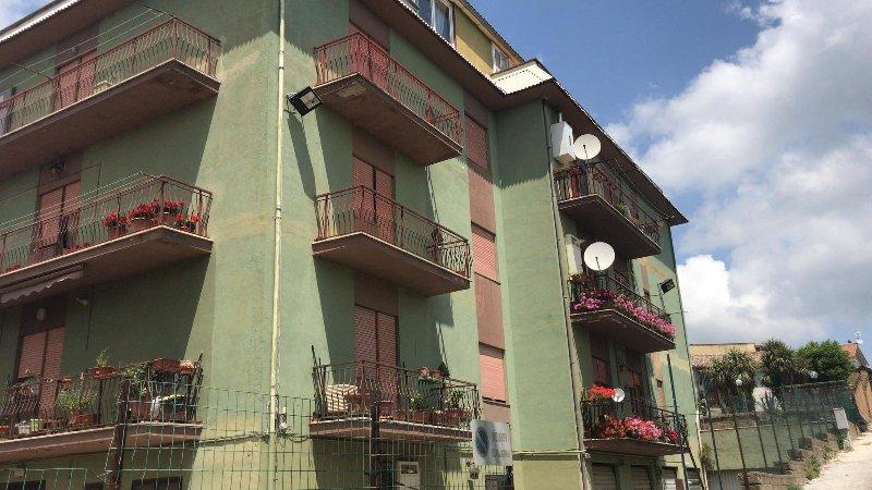 Appartamento vendita RONCIGLIONE (VT) - 4 LOCALI - 135 MQ