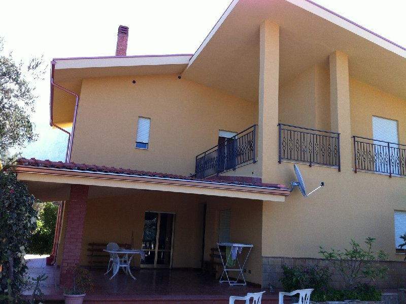 Villa in vendita a Cinisi, 8 locali, prezzo € 500.000 | CambioCasa.it