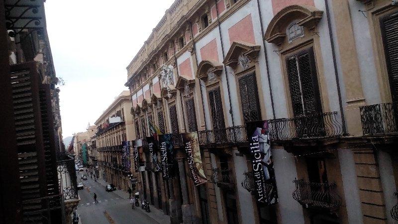 Ufficio / Studio in affitto a Palermo, 3 locali, zona Zona: Maqueda, prezzo € 700 | CambioCasa.it