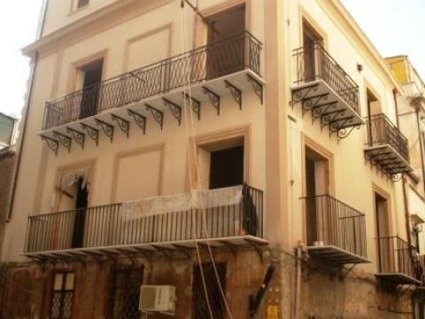 Palazzo / Stabile in vendita a Palermo, 14 locali, zona Zona: Centro storico, prezzo € 450.000 | CambioCasa.it