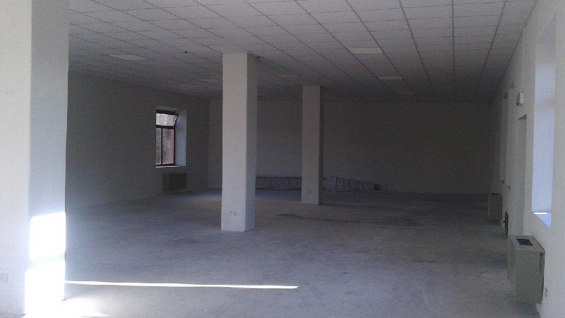 Magazzino in affitto a Biella, 4 locali, zona Zona: Semicentro, prezzo € 1.000   Cambio Casa.it