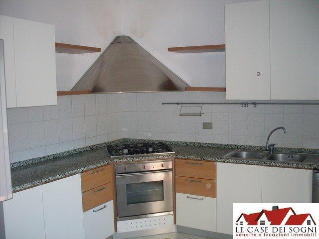 Appartamento in affitto a Pontedera, 5 locali, prezzo € 580   Cambio Casa.it