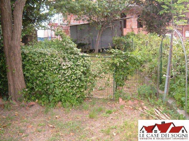 Appartamento in affitto a Pontedera, 8 locali, zona Zona: Santa Lucia, prezzo € 600   Cambio Casa.it