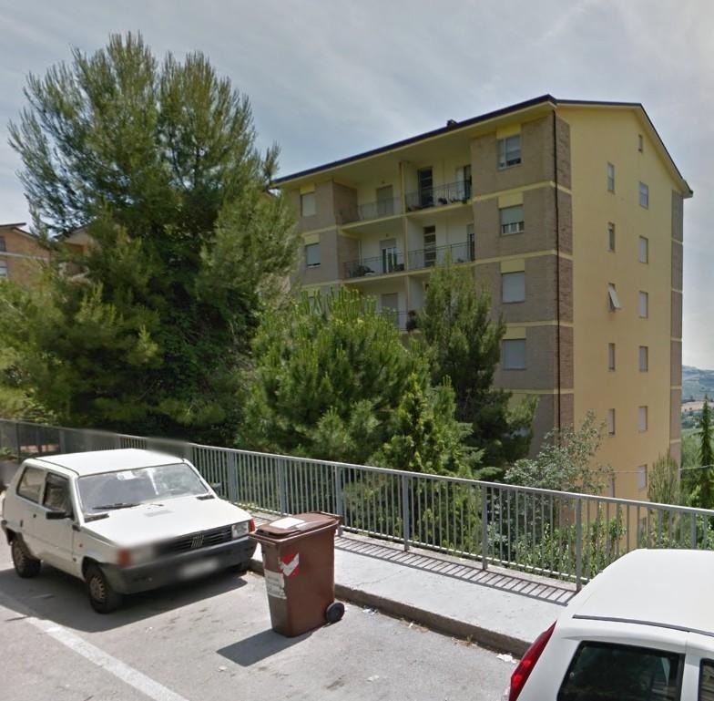 Appartamento in vendita a Fermo, 7 locali, prezzo € 90.000 | CambioCasa.it