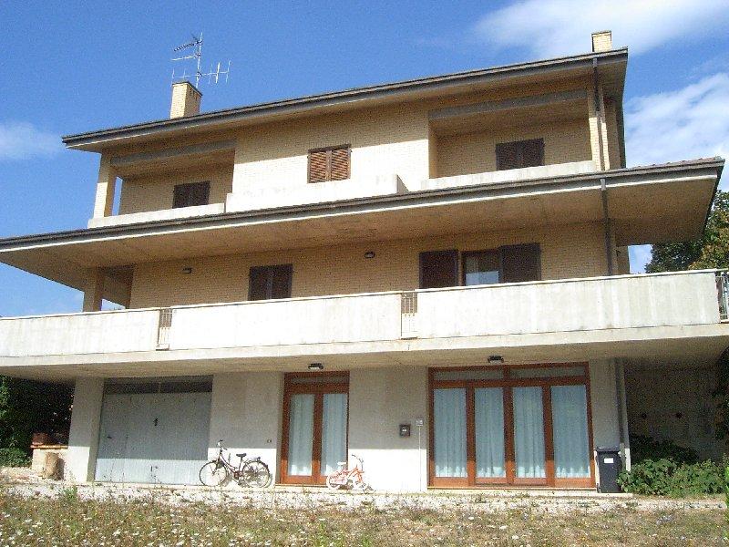 Villa vendita ALTIDONA (AP) - 7 LOCALI - 390 MQ