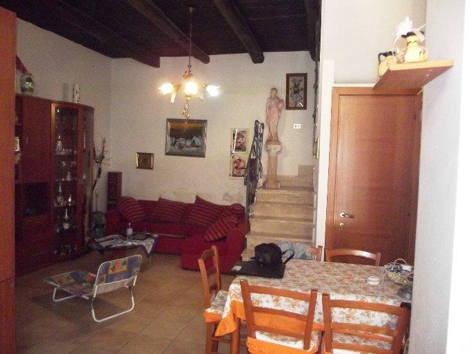 Soluzione Semindipendente in affitto a San Paolo Bel Sito, 4 locali, prezzo € 350 | CambioCasa.it