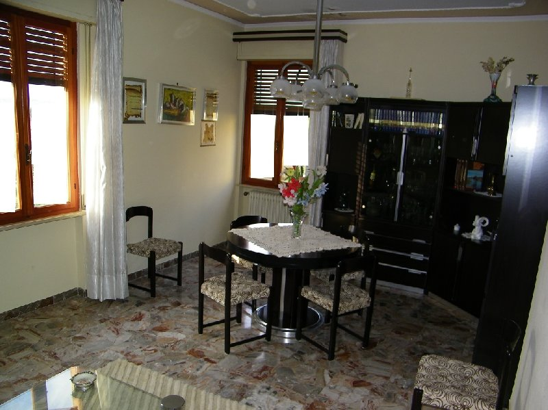Villa in vendita a Palaia, 8 locali, zona Zona: Forcoli, prezzo € 240.000 | Cambio Casa.it