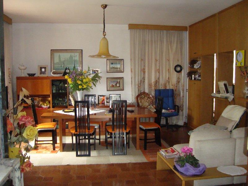 Villa in vendita a Ponsacco, 12 locali, prezzo € 380.000 | Cambio Casa.it