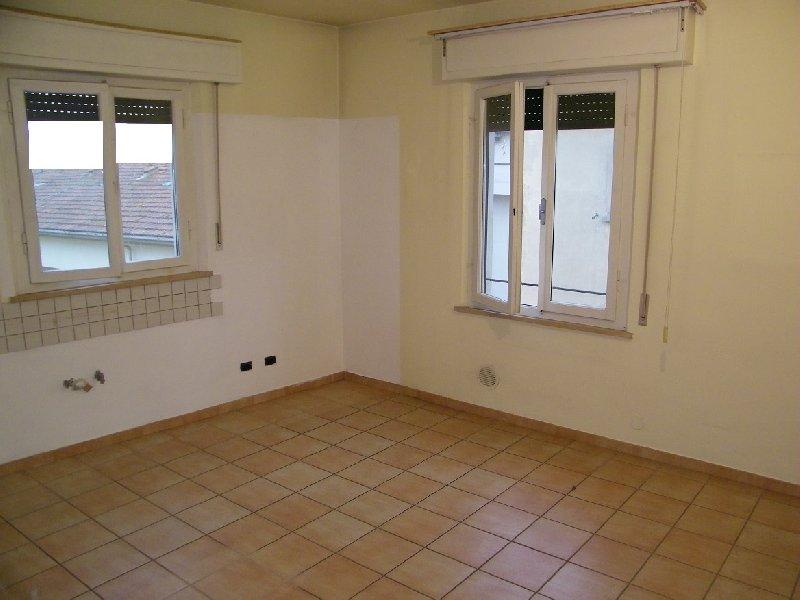 Appartamento in vendita a Pontedera, 5 locali, prezzo € 159.000 | Cambio Casa.it