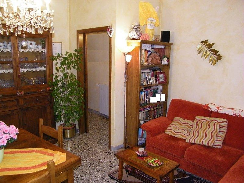 Appartamento in vendita a Pontedera, 4 locali, prezzo € 95.000 | Cambio Casa.it