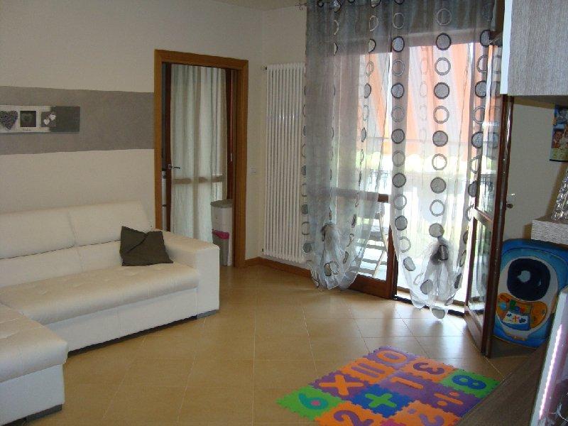 Appartamento in vendita a Pontedera, 4 locali, zona Zona: Santa Lucia, prezzo € 139.000 | Cambio Casa.it