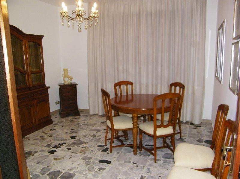 Appartamento in affitto a Pontedera, 5 locali, prezzo € 650 | Cambio Casa.it
