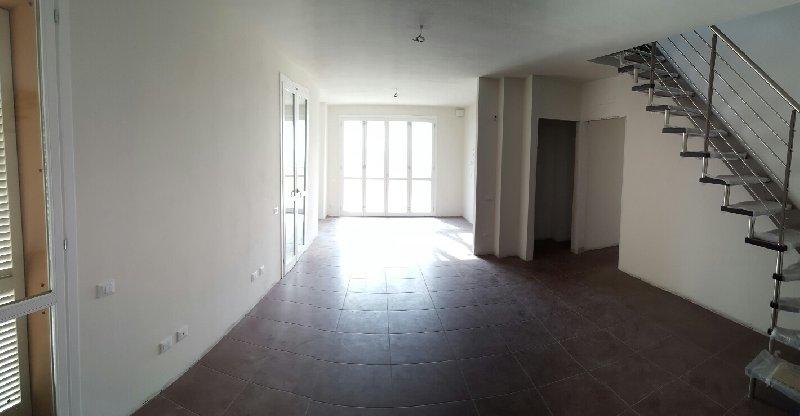 Appartamento in vendita a Pontedera, 6 locali, prezzo € 290.000 | Cambio Casa.it