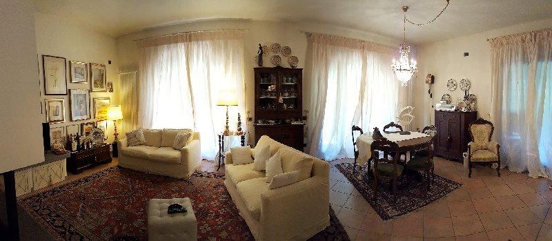 Villa in vendita a Pontedera, 10 locali, Trattative riservate | CambioCasa.it