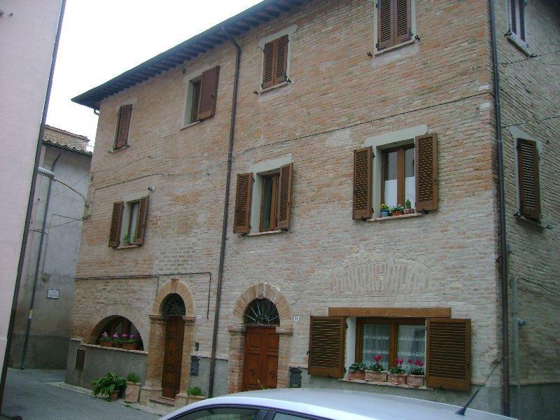 Appartamento in vendita a Deruta, 5 locali, prezzo € 130.000 | Cambio Casa.it