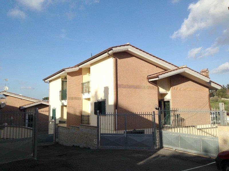 Villa in vendita a Grottaferrata, 5 locali, prezzo € 319.000 | CambioCasa.it