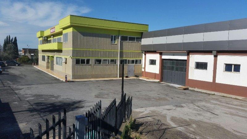 Immobile Commerciale in affitto a Ariccia, 10 locali, prezzo € 2.500 | CambioCasa.it
