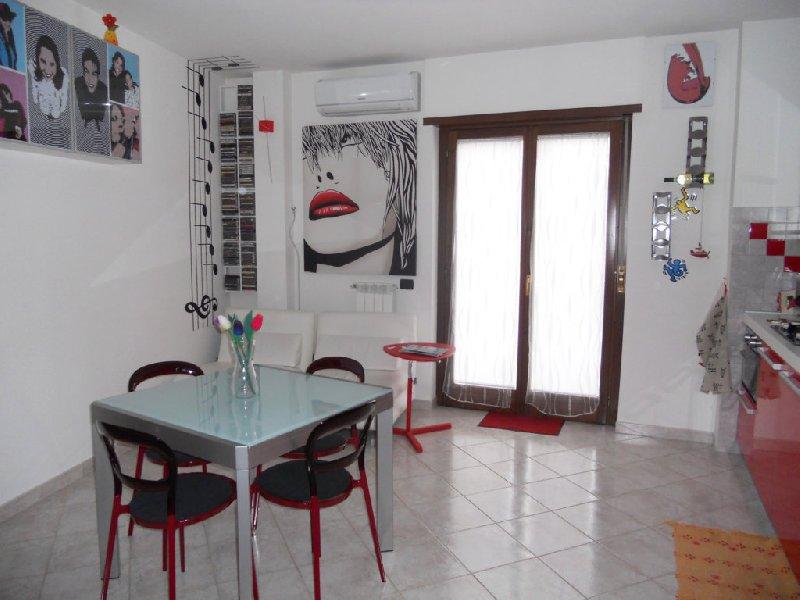 Appartamento in affitto a Castel Gandolfo, 2 locali, zona Zona: Pavona, prezzo € 580 | Cambio Casa.it