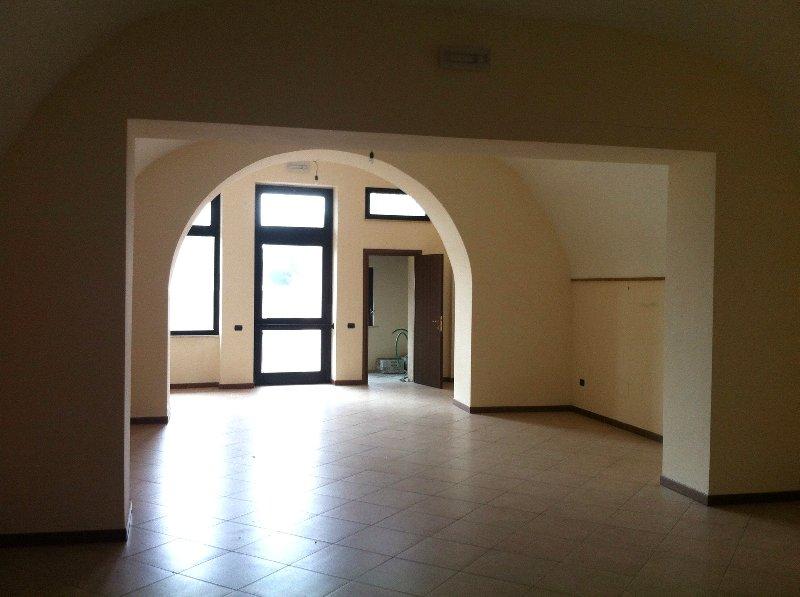 Immobile Commerciale in affitto a Castel Gandolfo, 4 locali, prezzo € 1.400   Cambio Casa.it