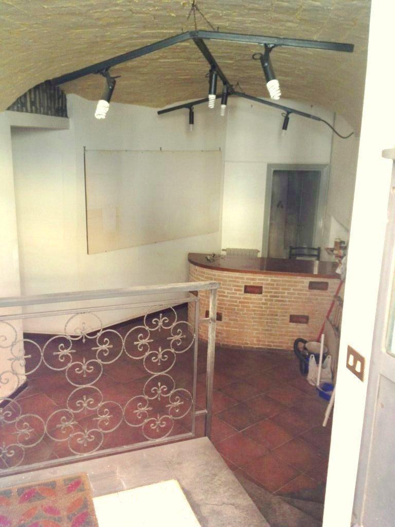 Negozio / Locale in affitto a Frascati, 2 locali, prezzo € 700 | CambioCasa.it