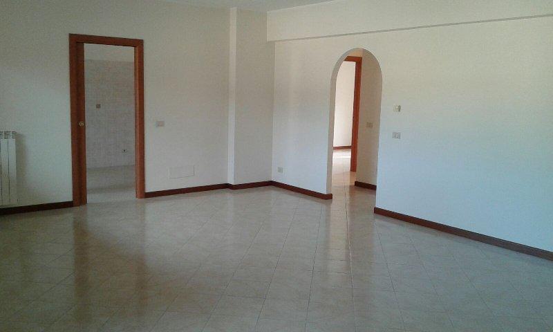 Ufficio / Studio in affitto a Grottaferrata, 3 locali, prezzo € 1.000 | Cambio Casa.it