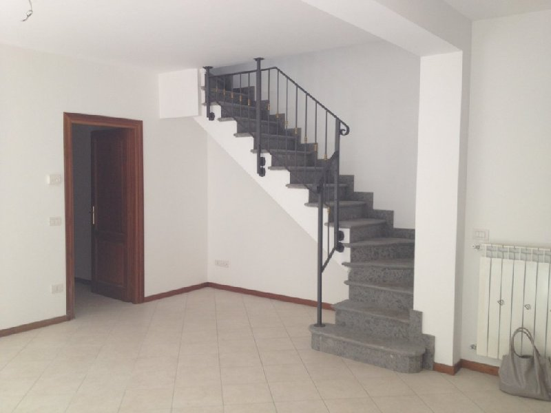 Appartamento in affitto a Frascati, 5 locali, prezzo € 1.050 | Cambio Casa.it