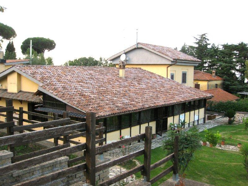 Rustico / Casale in vendita a Frascati, 8 locali, prezzo € 599.000 | Cambio Casa.it