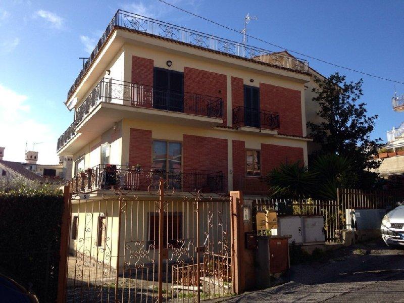 Attico / Mansarda in vendita a Albano Laziale, 2 locali, zona Zona: Cecchina, prezzo € 90.000 | Cambio Casa.it
