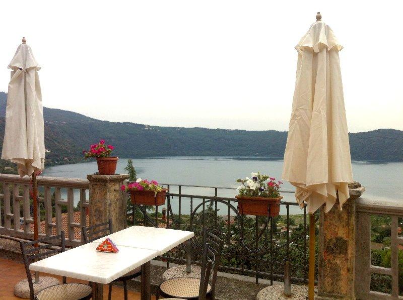 Attività / Licenza in vendita a Castel Gandolfo, 2 locali, prezzo € 35.000 | CambioCasa.it