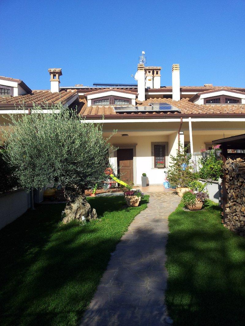 Villa in vendita a Rocca di Papa, 6 locali, prezzo € 385.000 | CambioCasa.it