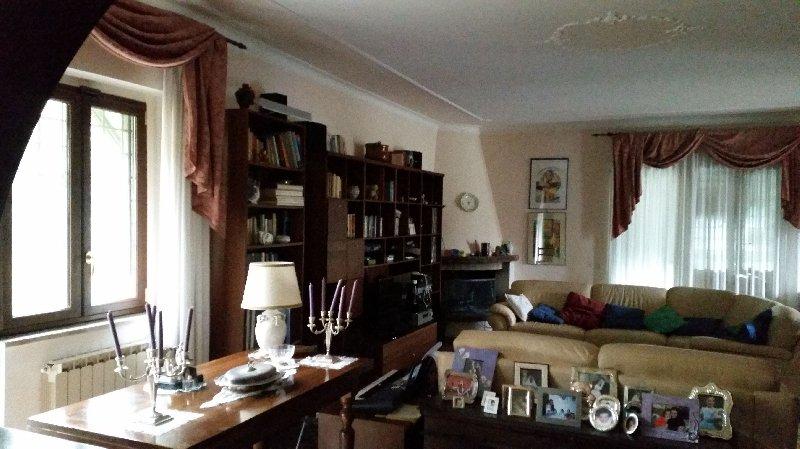 Villa in vendita a Rocca di Papa, 6 locali, prezzo € 350.000 | Cambio Casa.it