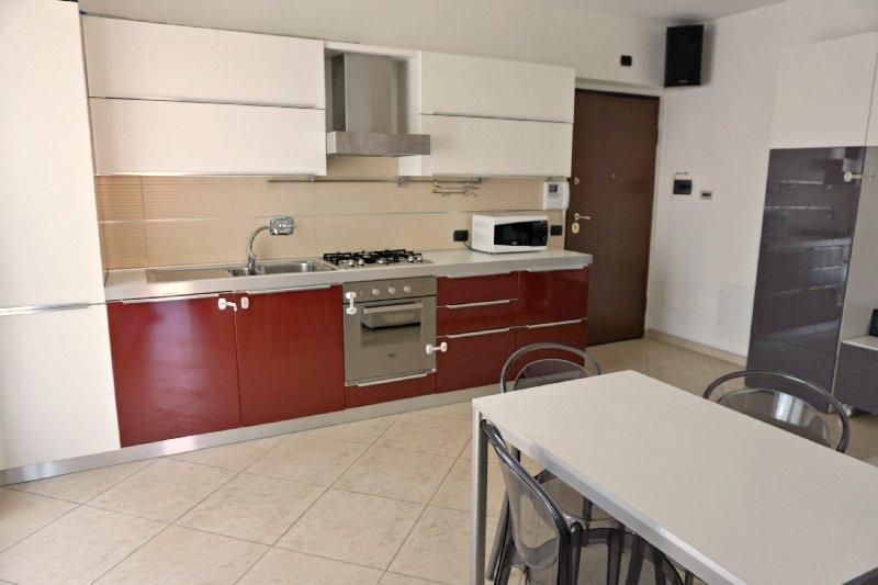 Appartamento in affitto a Marino, 3 locali, zona Zona: Santa Maria delle Mole, prezzo € 750 | CambioCasa.it