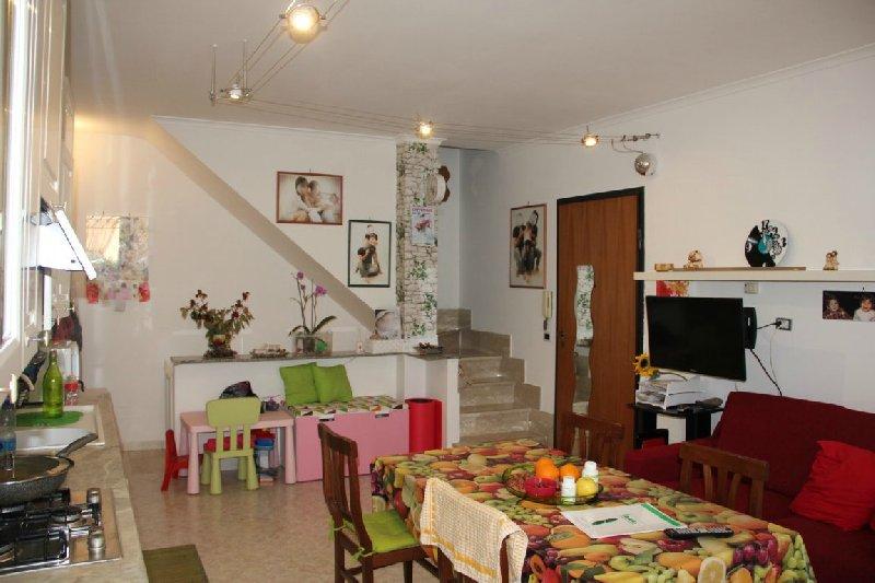 Villa in vendita a Frascati, 3 locali, zona Zona: Vermicino, prezzo € 195.000 | Cambio Casa.it