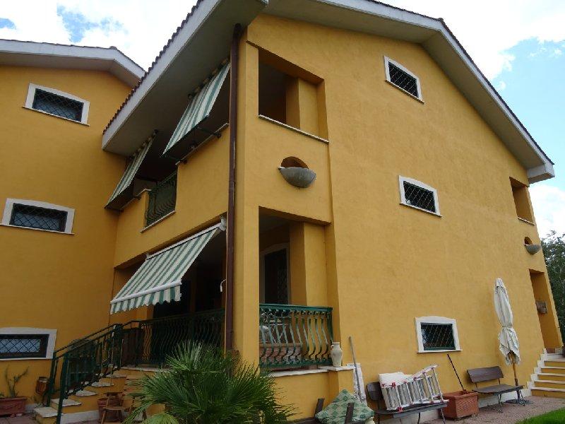 Villa in vendita a Rocca di Papa, 4 locali, prezzo € 350.000 | Cambio Casa.it