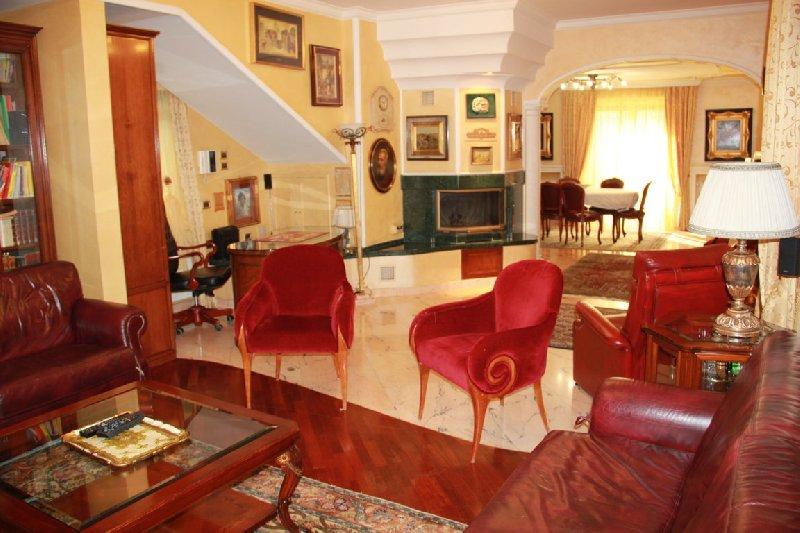 Villa in vendita a Frascati, 9 locali, zona Zona: Vermicino, prezzo € 940.000   Cambio Casa.it