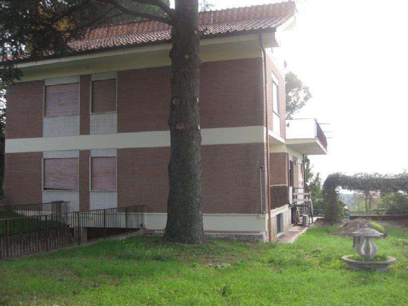Villa in affitto a Castel Gandolfo, 10 locali, prezzo € 2.500 | CambioCasa.it