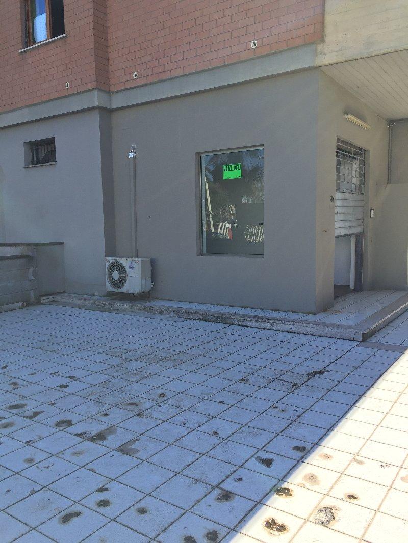 Negozio / Locale in affitto a Colleferro, 1 locali, prezzo € 400 | Cambio Casa.it