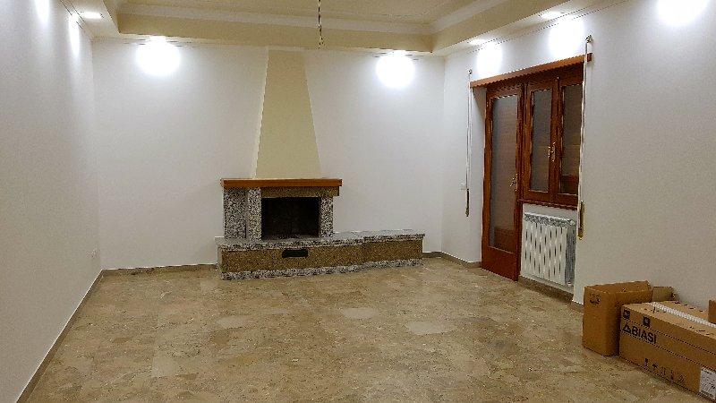 Appartamento in affitto a Grottaferrata, 5 locali, prezzo € 1.100 | Cambio Casa.it