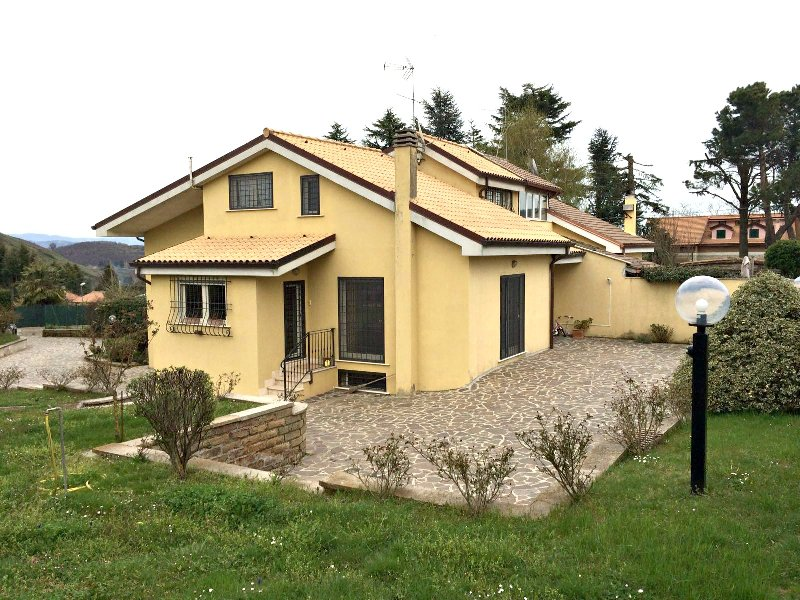 Villa in vendita a Rocca Priora, 8 locali, prezzo € 289.000 | Cambio Casa.it