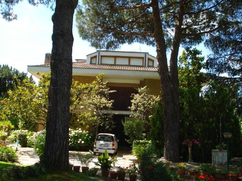 Villa in vendita a Grottaferrata, 12 locali, Trattative riservate | CambioCasa.it