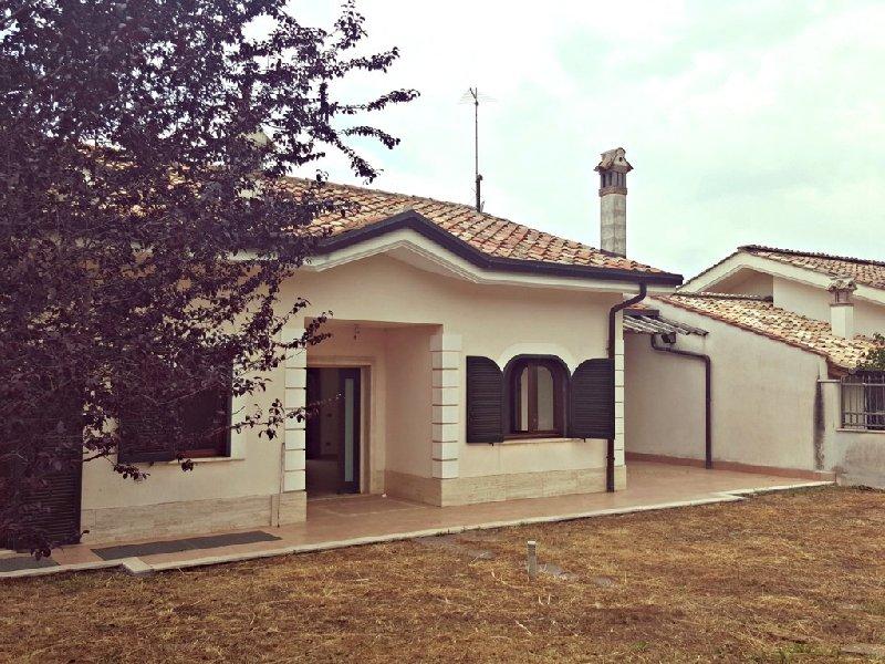 Villa in affitto a Grottaferrata, 8 locali, prezzo € 1.700 | Cambio Casa.it
