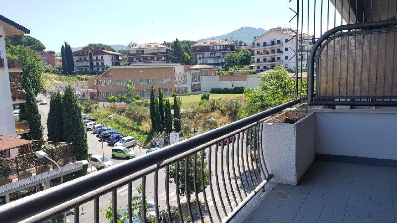 Appartamento in affitto a Marino, 4 locali, prezzo € 900 | CambioCasa.it