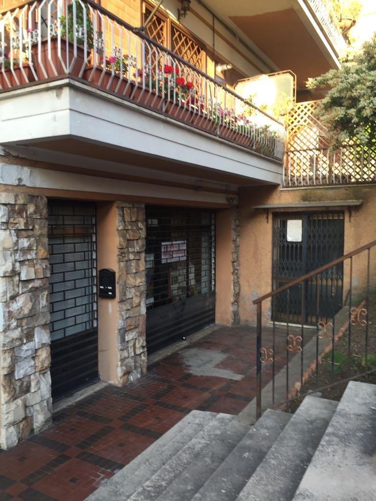 Negozio / Locale in affitto a Marino, 1 locali, zona Zona: Marino Centro, prezzo € 390 | CambioCasa.it